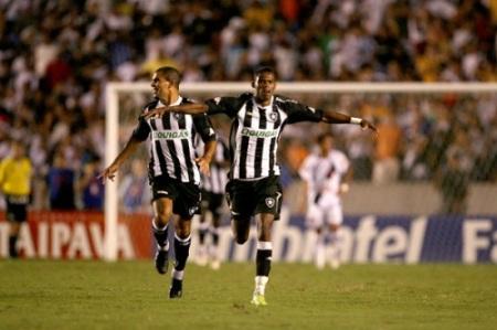 No baile contra o Vasco pelo Carioca (ao lado de Magosuel)